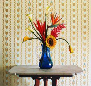 von-artens-flores-en-vaso-azul-findlay